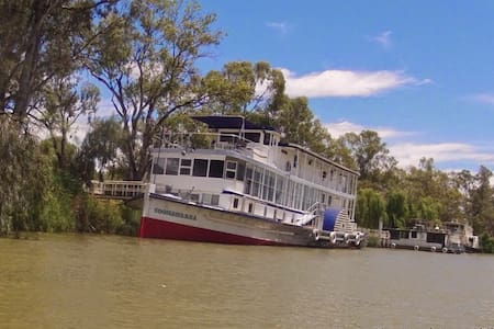 A night aboard the historic Coonawarra PS 1884 - Mildura - Hajó