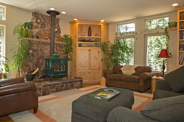 Lake Tahoe Secluded Lodge w/Hot Tub - Tahoma - Talo