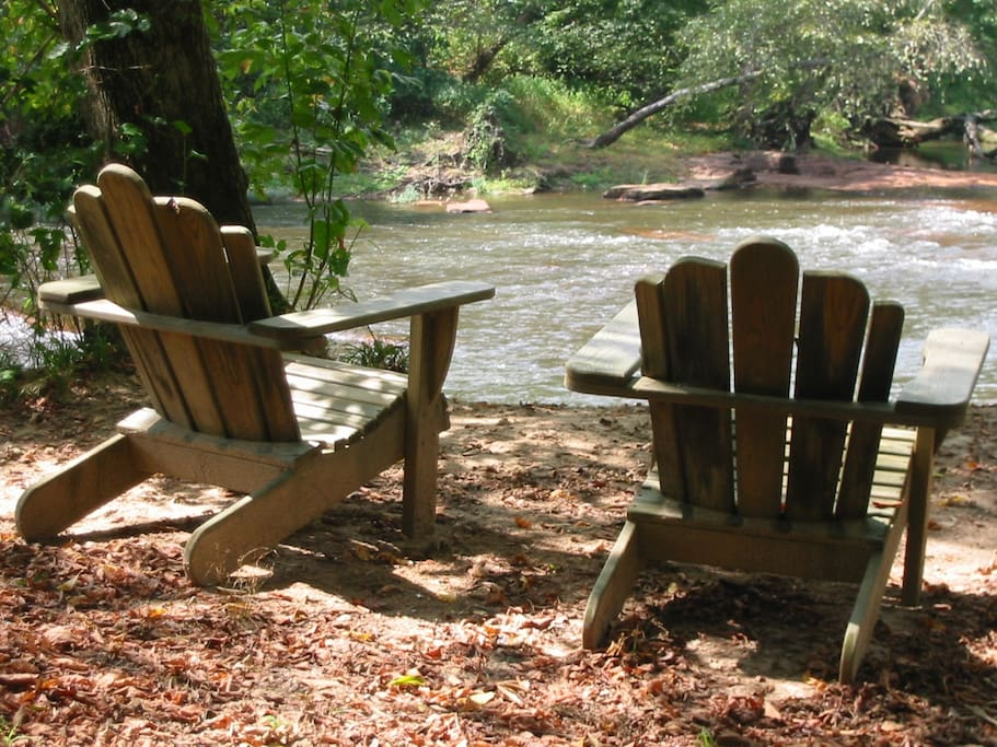 Steps away to the bank of the Neuse...a quiet refuge from a busy day.