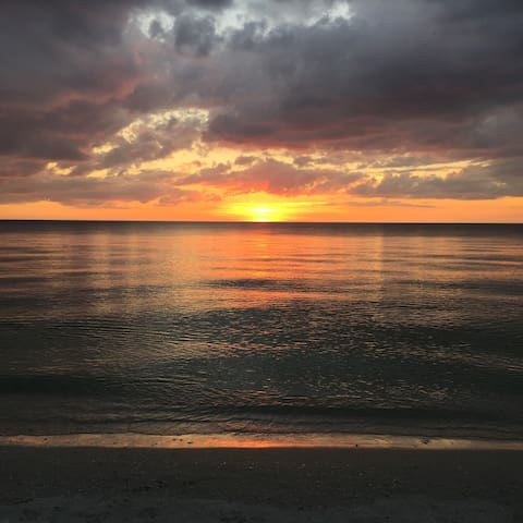 Location Location Location Beach 150ft from Door - Bonita Springs - Apartamento