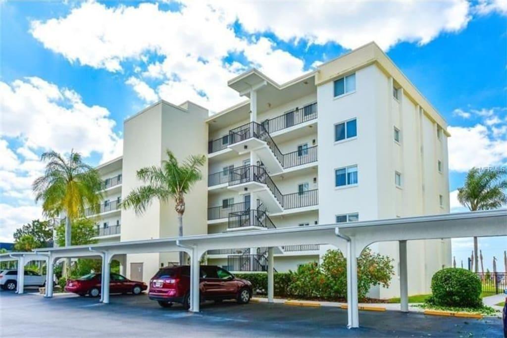 Beautiful 2 Bedroom Condo At Crescent Royale Condominiums For Rent In Siesta Key Florida