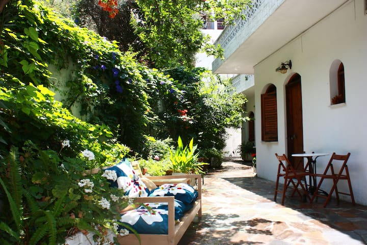 The garden with Kamares Guesthouse