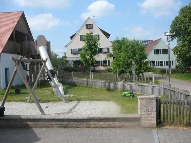 Ferienwohnung für 3 Pers. Wlan free - Neuendettelsau - Apartemen