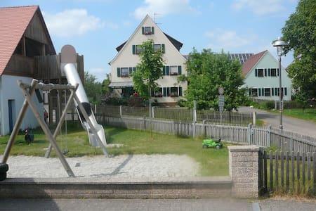 Ferienwohnung für 3 Pers. Wlan free - Neuendettelsau - Wohnung