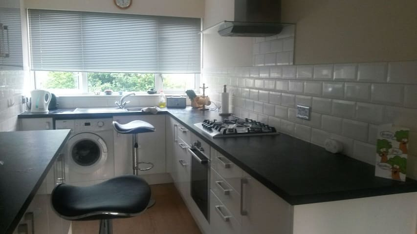 Spacious Room two mins from station