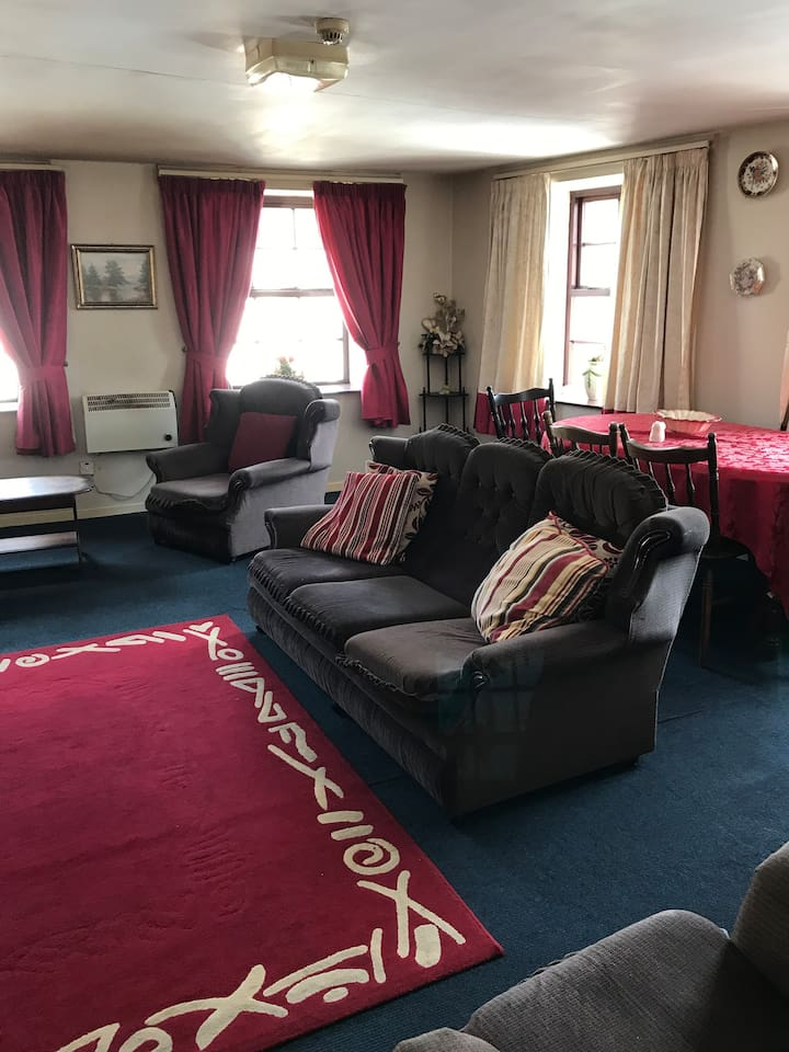 Private rooms available in large guesthouse. Centre of Coalisland town.