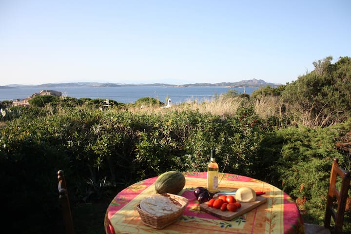 The sea in front of you.  Baia Sardinia - Baja Sardinia - Appartement