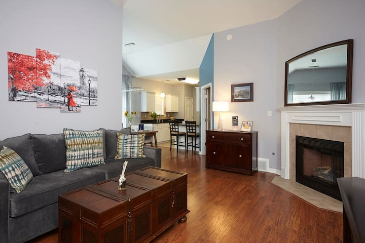 Stylish Remodeled 2BR/2BA House Min to Downtown