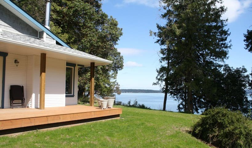 YellowPoint Beach House on the Bay - Nanaimo A - Hus