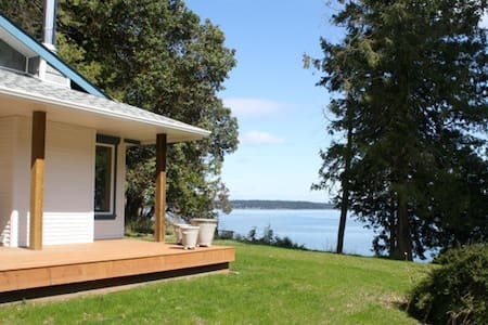 YellowPoint Beach House on the Bay - Nanaimo A - Ev