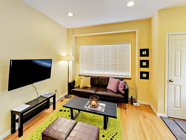 2BR Townhouse Close to Capitol Hill