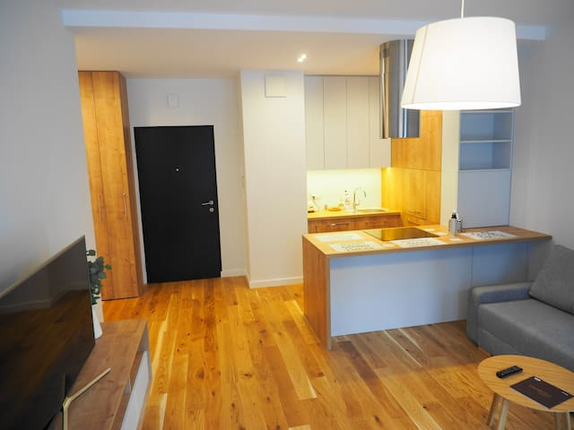 Modern 1 bedroom apartment in Magazynowa 9, 10 min to Chopin Airport