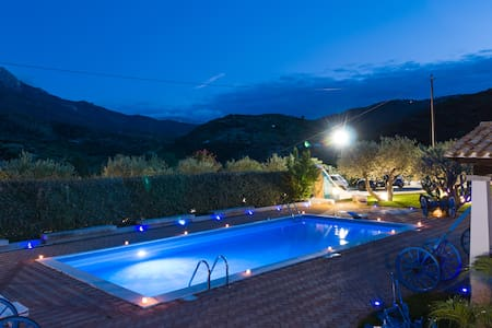 Villa Rosa maximum privacy pool, jacuzzi and wifi. - Oliena