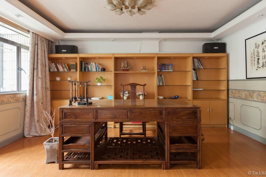 大主卧里的红木书桌,高大上吗