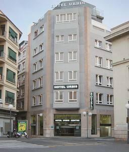 HABITACIÓN INDIVIDUAL EN HOTEL - Tarragona - Bed & Breakfast