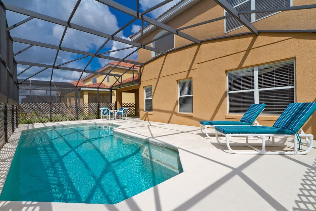 Private Pool with sun deck and loungers. (pool heat optional)