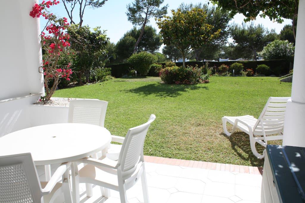 Privat have med udsigt til havet. Udsigt til bl.a. Afrika og Gibraltar