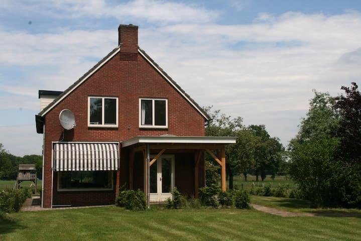 landelijk ruim vrijstaand huis - Holten - บ้าน
