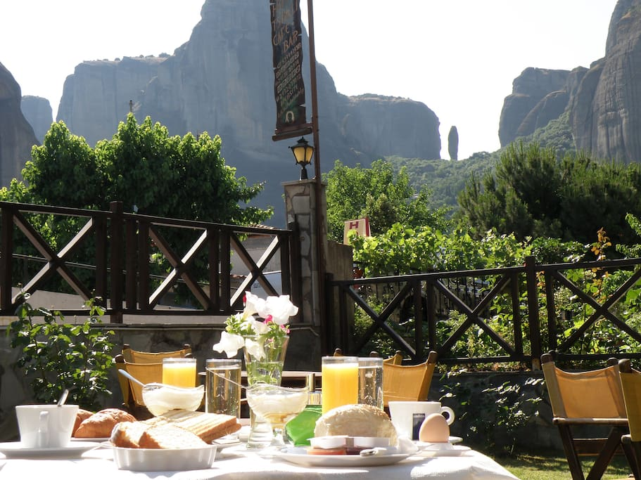 Breakfast in the garden with view to Meteora