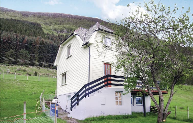Holiday cottage with 4 bedrooms on 100m² in Fiskå