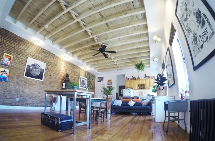 Huge Tropical Surf Shack Loft (PRIVATE 1 Bdrm)