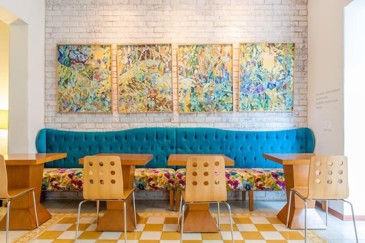 Art Gallery Hotel ~ Best Col. Americana Location!
