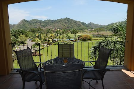 Condominium - 3 Bedrooms - 2 Baths - (Sleeps 6-8)   Del Mar is conveniently located at the entrance of Los Suenos Resort, providing quick access to the nearby beach towns of Herradura and Jaco with easy access to the  Central Pacific attractions..