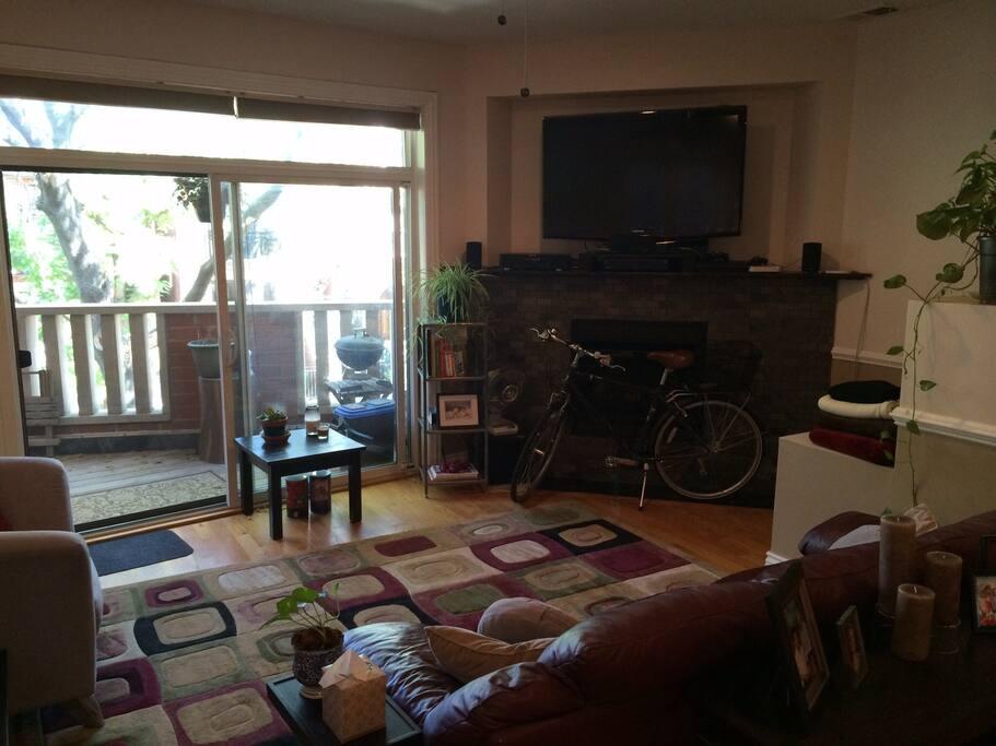 2 Bedroom 2 Bath Condo Condominiums For Rent In Chicago