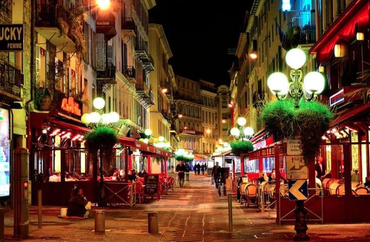 Plein coeur de Nice à 2mn de la mer