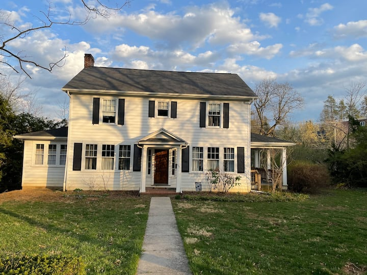 Quaint Downtown State College 4BR/2BA Full House
