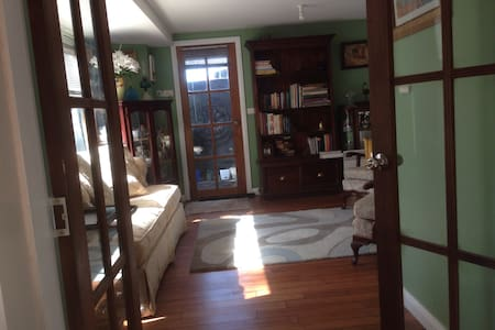 Centrally located, granny flat. - North Nowra - Apartment