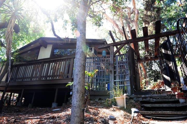 Rare Silver Lake Treehouse Getaway - Los Angeles - House