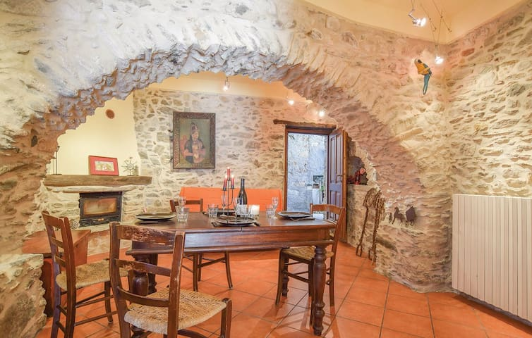 Typical old stone house Cà de Giacumin (Wi-Fi)