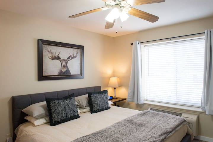 "Stunning Prospector Condo, WIFI & 50"" Smart TV"
