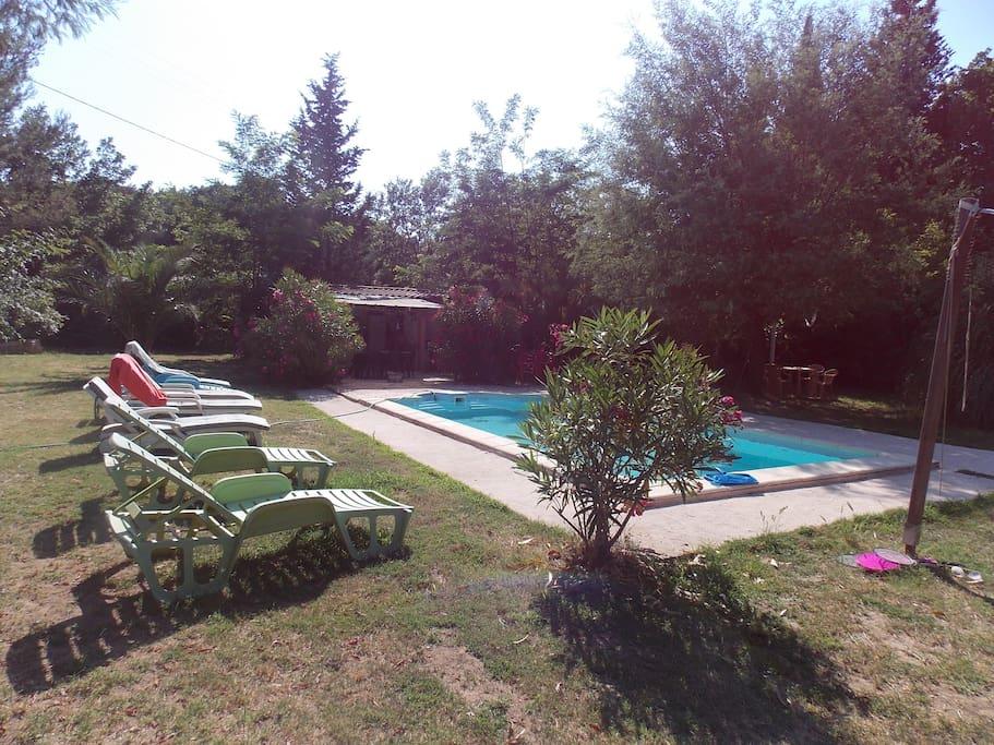 Jolie maison avec piscine entour e de verdure villas for for Piscine roquebrune sur argens