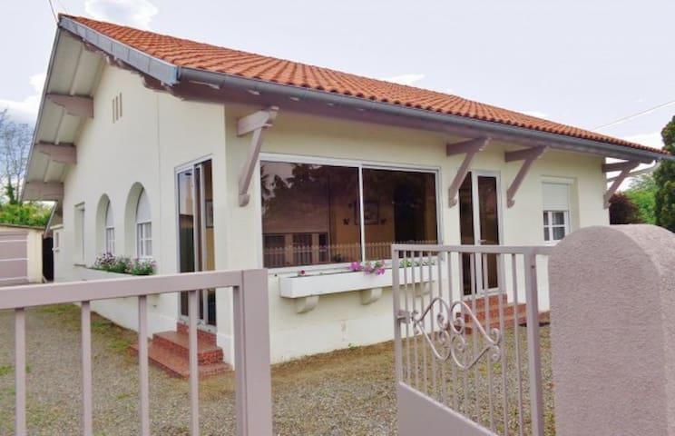 Belle maison des Hautes Pyrénées avec jardin - Soues - House