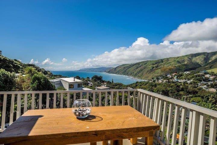 Coastal Oasis in Pukerua Bay - Porirua - House