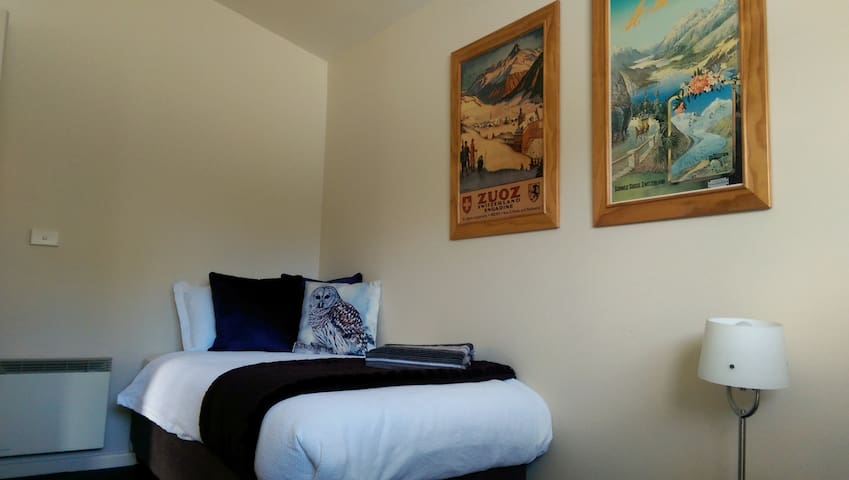 The 2nd bedroom has two single ensembles, a smaller wardrobe and individual heating