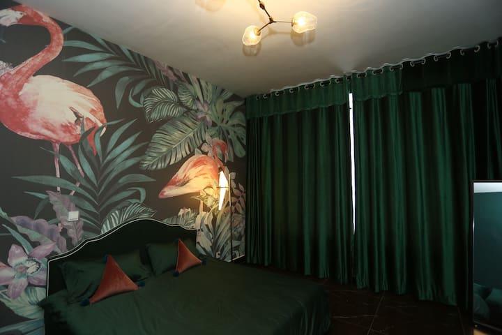 欧式大气安静的墨绿色房间