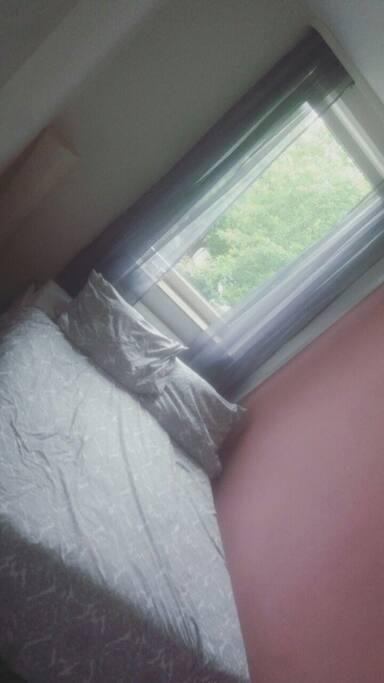 Schlafzimmer - 140x200m Bett &' Kabel Tv ( Gäste Bettwäsche vorhanden )