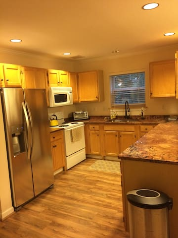 Clean, spacious condo in South Burlington - South Burlington