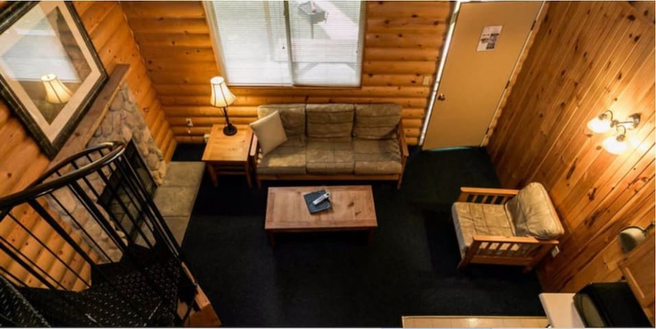 2BR 3beds Duplex with Loft Cabin Downtown Dells.