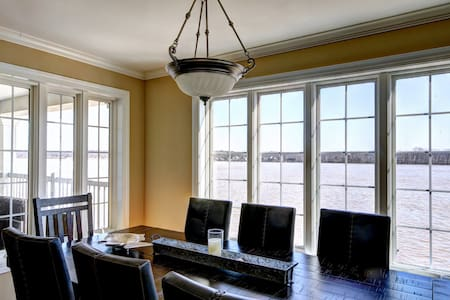 Private/Luxurious Riverhouse for Derby! - Jeffersonville - Huis