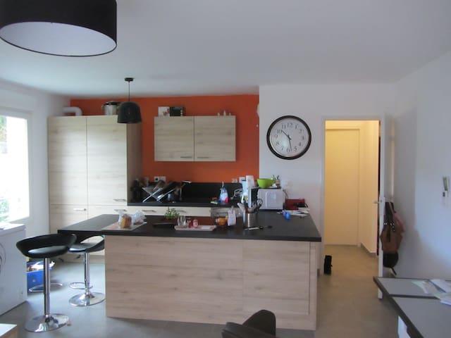 chambre en rez de jardin dans logement neuf - Poisy - Apartament