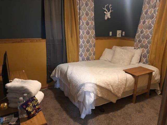 "Brooke's Best Value BNB ""The Blue Room"""