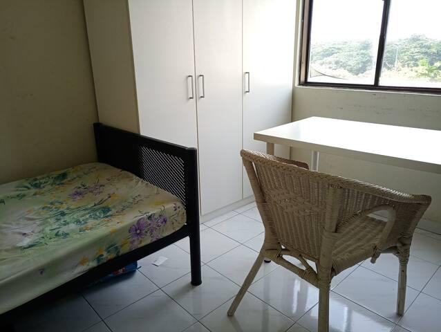 Spacious private room 15mins walk to Bukit Bintang