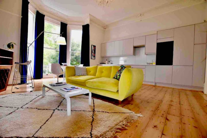 **CENTRAL** stunning designer flat with sea views
