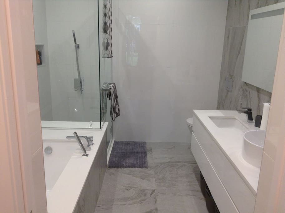 EN SUITE OFF OF MASTER BEDROOM WITH SEPARATE SHOWER AND BATHTUB.