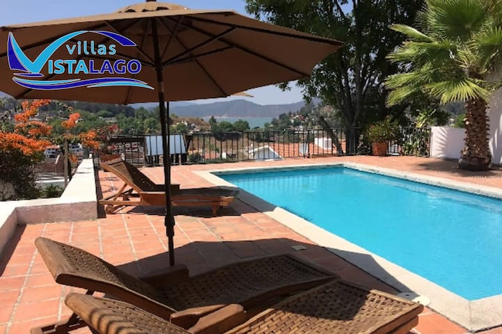 Beautiful Villa with Pool and Excellent Location!