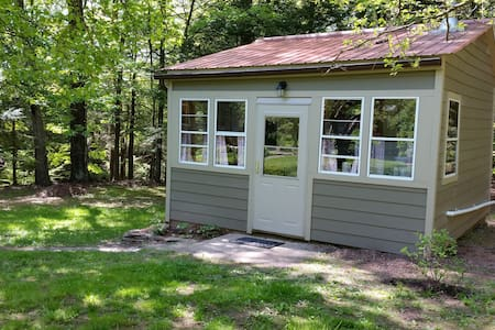 Lovely cabin by the stream - Saugerties